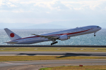 yabyanさんが、中部国際空港で撮影した航空自衛隊 777-3SB/ERの航空フォト(飛行機 写真・画像)