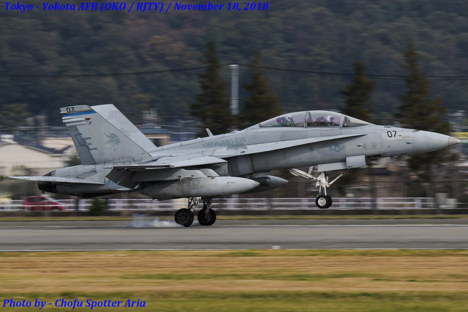 Chofu Spotter Ariaさんのアメリカ海兵隊 McDonnell Douglas F/A-18 Hornet (165414) 航空フォト
