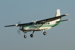 mogusaenさんが、調布飛行場で撮影した共立航空撮影 208 Caravan Iの航空フォト(飛行機 写真・画像)