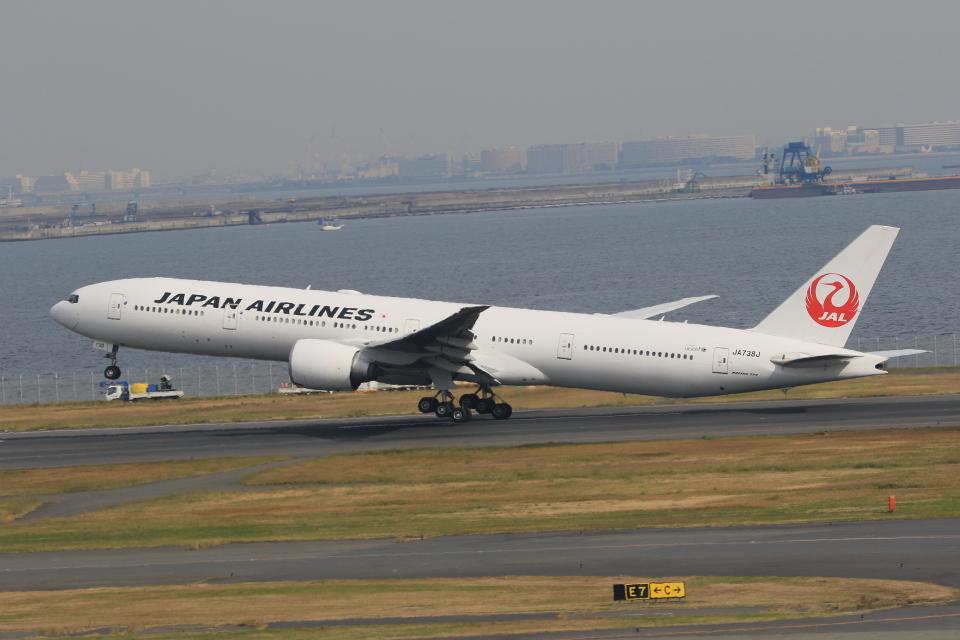 みるぽんたさんの日本航空 Boeing 777-300 (JA738J) 航空フォト