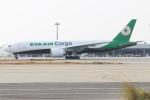 青春の1ページさんが、関西国際空港で撮影したエバー航空 777-F5Eの航空フォト(写真)