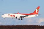 セブンさんが、新千歳空港で撮影したティーウェイ航空 737-8ASの航空フォト(飛行機 写真・画像)