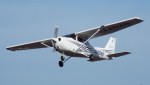 otromarkさんが、八尾空港で撮影した大阪航空 172R Skyhawkの航空フォト(写真)