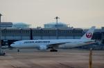 ハピネスさんが、関西国際空港で撮影した日本航空 777-246/ERの航空フォト(飛行機 写真・画像)