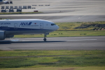空とぶイルカさんが、羽田空港で撮影した全日空 777-281/ERの航空フォト(写真)