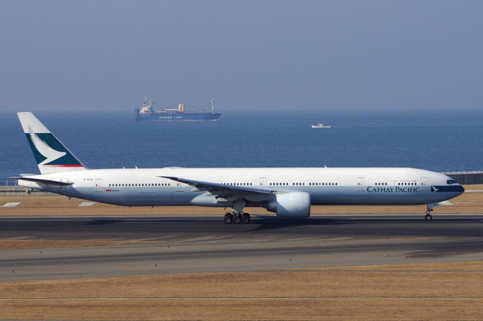 yabyanさんのキャセイパシフィック航空 Boeing 777-300 (B-KPN) 航空フォト