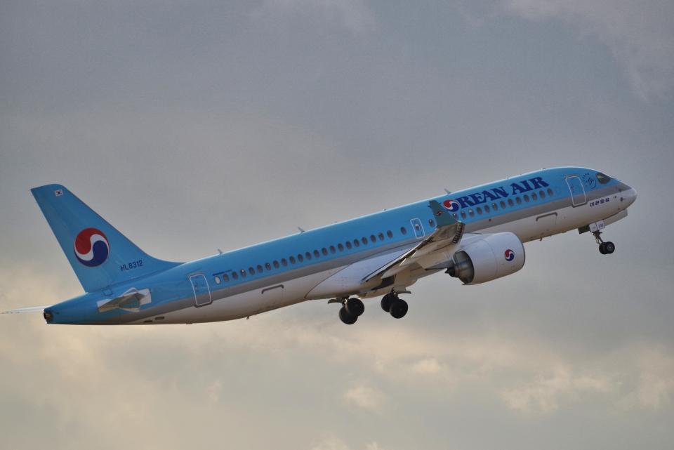 yabyanさんの大韓航空 Airbus A220-300 (HL8312) 航空フォト