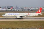 武彩航空公司(むさいえあ)さんが、アタテュルク国際空港で撮影したターキッシュ・エアラインズ A321-231の航空フォト(飛行機 写真・画像)
