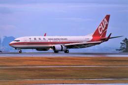 yoshibouさんが、静岡空港で撮影した中国聯合航空 737-89Pの航空フォト(写真)