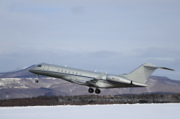Tomochanさんが、函館空港で撮影したAlbinati Aviation Ltd BD-700-1A10 Global 6000の航空フォト(飛行機 写真・画像)
