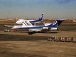 エルさんが、羽田空港で撮影した全日空 727-281/Advの航空フォト(写真)