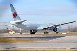 gomaさんが、ミュンヘン・フランツヨーゼフシュトラウス空港で撮影したエア・カナダ 777-333/ERの航空フォト(写真)