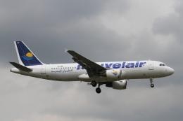 rjジジィさんが、ロンドン・ヒースロー空港で撮影したヌーべルエア・チュニジア A320-212の航空フォト(飛行機 写真・画像)