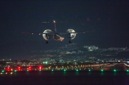 wtb11_ksさんが、伊丹空港で撮影した全日空 DHC-8-400の航空フォト(飛行機 写真・画像)