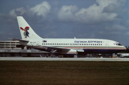 tassさんが、マイアミ国際空港で撮影したケイマン航空 737-242/Advの航空フォト(飛行機 写真・画像)