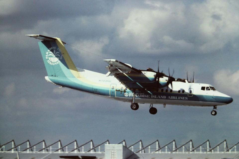 tassさんのParadise Island Airlines De Havilland Canada DHC-7 (N703MG) 航空フォト
