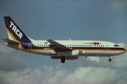 tassさんが、マイアミ国際空港で撮影したTACA航空 737-244の航空フォト(飛行機 写真・画像)