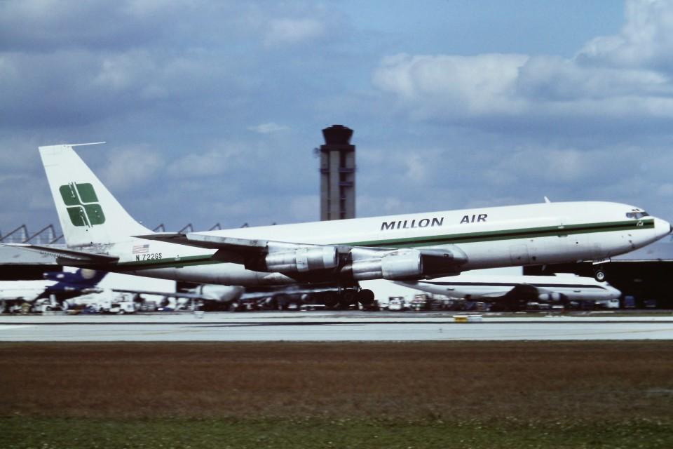 tassさんのミリオン・エア Boeing 707-300 (N722GS) 航空フォト