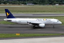 rjジジィさんが、デュッセルドルフ国際空港で撮影したエア・ワン A320-216の航空フォト(飛行機 写真・画像)