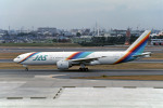 Gambardierさんが、伊丹空港で撮影した日本エアシステム 777-289の航空フォト(写真)