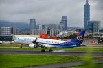 アカゆこさんが、台北松山空港で撮影したマンダリン航空 ERJ-190-100 IGW (ERJ-190AR)の航空フォト(写真)