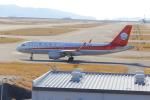 みのフォトグラファさんが、関西国際空港で撮影した四川航空 A320-214の航空フォト(写真)