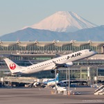 RUNWAY23.TADAさんが、羽田空港で撮影したジェイ・エア ERJ-190-100(ERJ-190STD)の航空フォト(飛行機 写真・画像)