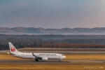 RUNWAY23.TADAさんが、新千歳空港で撮影した日本航空 737-846の航空フォト(写真)