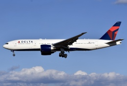 冷やし中華始めましたさんが、成田国際空港で撮影したデルタ航空 777-232/LRの航空フォト(写真)
