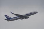 神宮寺ももさんが、香港国際空港で撮影した全日空 767-381/ERの航空フォト(写真)