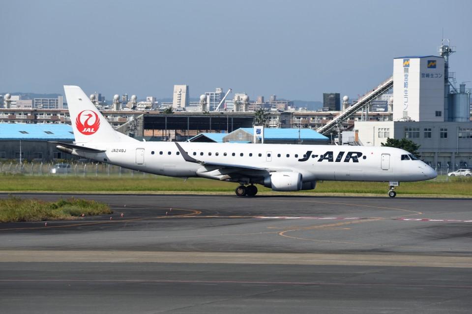 kumagorouさんのジェイ・エア Embraer ERJ-190 (JA249J) 航空フォト