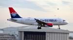 誘喜さんが、ロンドン・ヒースロー空港で撮影したエア・セルビア A319-131の航空フォト(写真)