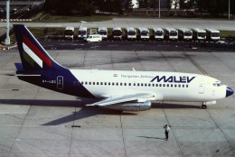 tassさんが、パリ オルリー空港で撮影したマレーヴ・ハンガリー航空 737-2T5/Advの航空フォト(飛行機 写真・画像)