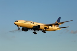 garrettさんが、成田国際空港で撮影したユナイテッド航空 777-222/ERの航空フォト(写真)
