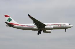 rjジジィさんが、ロンドン・ヒースロー空港で撮影したミドル・イースト航空 A330-243の航空フォト(飛行機 写真・画像)