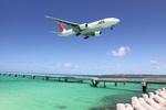 turt@かめちゃんさんが、下地島空港で撮影した日本航空 777-246の航空フォト(写真)