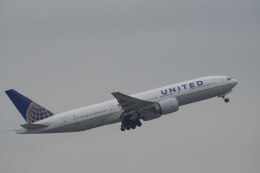 神宮寺ももさんが、香港国際空港で撮影したユナイテッド航空 777-224/ERの航空フォト(写真)
