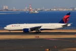 やつはしさんが、羽田空港で撮影したデルタ航空 777-232/ERの航空フォト(写真)