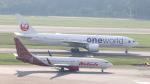 誘喜さんが、シンガポール・チャンギ国際空港で撮影した日本航空 777-246/ERの航空フォト(写真)