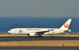 デデゴンさんが、羽田空港で撮影した日本航空 777-246の航空フォト(写真)