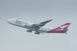 Willieさんが、香港国際空港で撮影したカンタス航空 747-438の航空フォト(飛行機 写真・画像)
