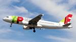 誘喜さんが、ロンドン・ヒースロー空港で撮影したTAPポルトガル航空 A320-214の航空フォト(写真)