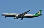 鉄バスさんが、羽田空港で撮影したエバー航空 A330-302の航空フォト(写真)