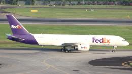 誘喜さんが、シンガポール・チャンギ国際空港で撮影したフェデックス・エクスプレス 757-236(SF)の航空フォト(飛行機 写真・画像)
