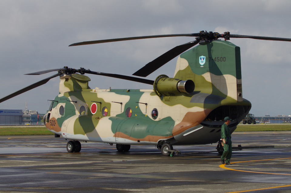 yabyanさんの航空自衛隊 Kawasaki CH-47J Chinook (17-4500) 航空フォト