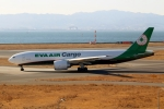 ハピネスさんが、関西国際空港で撮影したエバー航空 777-F5Eの航空フォト(飛行機 写真・画像)