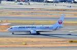 ちかぼーさんが、羽田空港で撮影した日本航空 737-846の航空フォト(写真)
