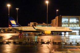 panchiさんが、ケプラヴィーク国際空港で撮影したアイスランド航空 757-208の航空フォト(飛行機 写真・画像)