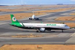 T.Sazenさんが、関西国際空港で撮影したエバー航空 A321-211の航空フォト(写真)
