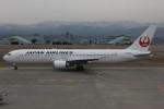 コギモニさんが、小松空港で撮影した日本航空 767-346の航空フォト(写真)